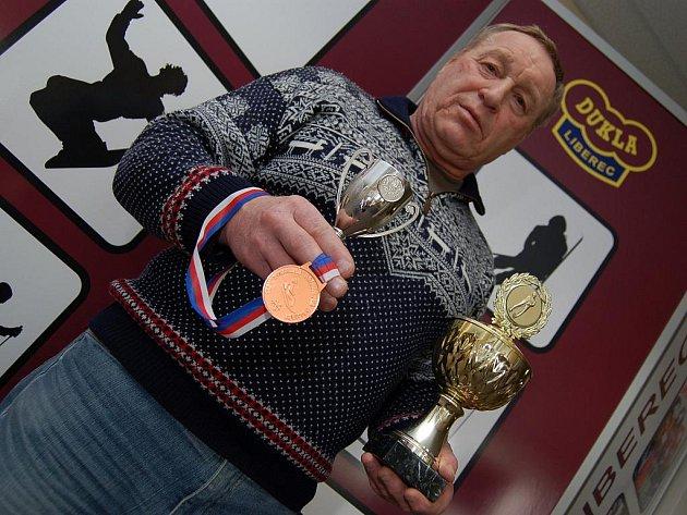 SPOKOJENÝ VETERÁN. František Halíř s trofejemi.