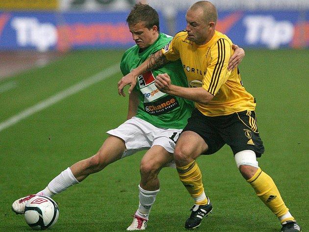 AUTOR prvního jabloneckého gólu Jan Kopic (vlevo) v souboji s Michalem Žižkou.