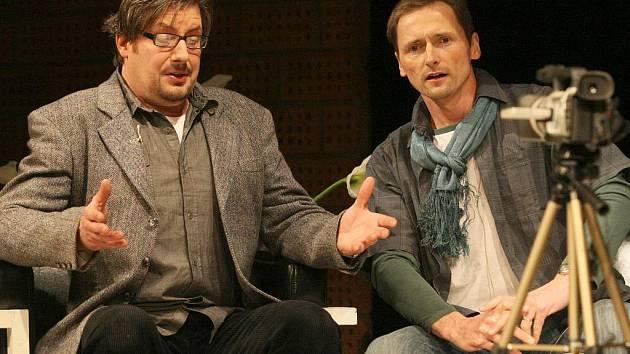 KOZA ANEB KDO JE SYLVIE? V hlavních rolích ve hře Edwarda Albeeho diváci uvidí (zleva) Martina Polácha a Martina Stránského.