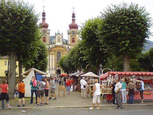 Tradiční hejnická pouť přiláká každoročně tisíce návštěvníků.