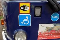 LOGO s WiFi na tramvaji číslo 11.