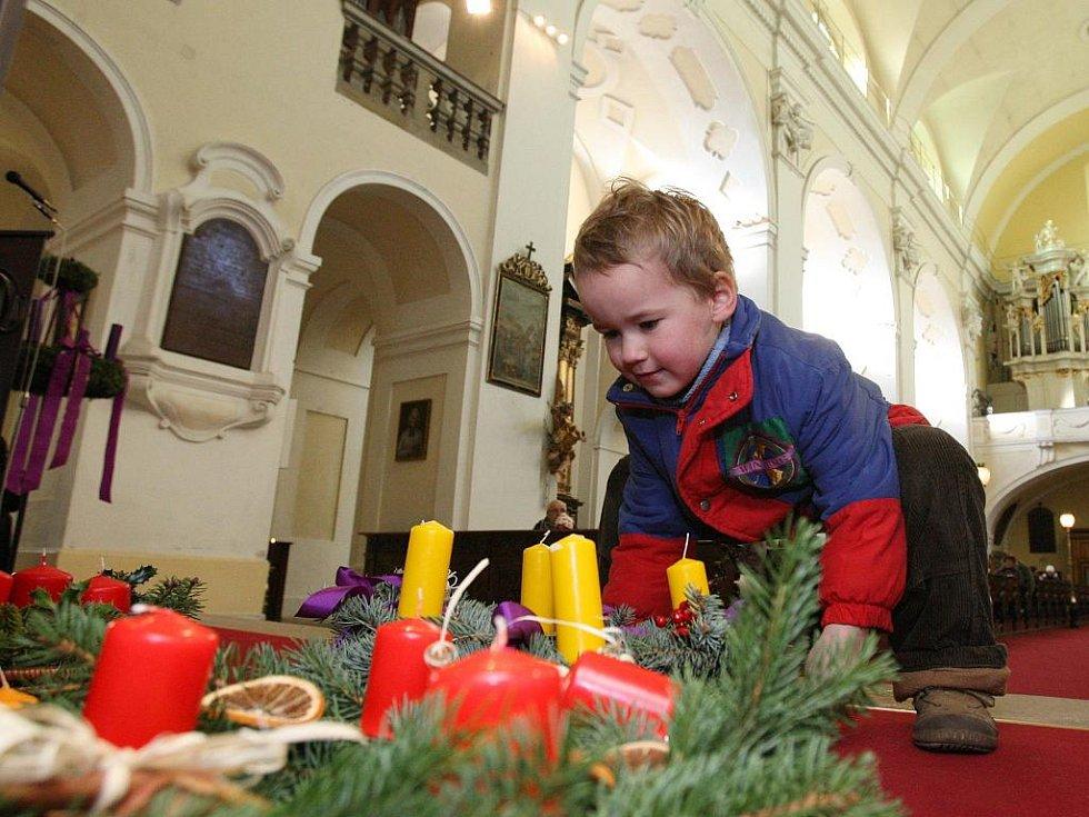 Adventní věnec je jedním z původních symbolů Vánoc.