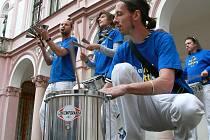 21. června se po Liberci pohybovali bubeníci skupiny Barrel Battery, aby nakonec koncertovali v Oblastní Galerii.