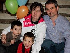 ŠŤASTNÁ RODINA. Rodina Višňovských přijala do své péče mladšího syna Radka.