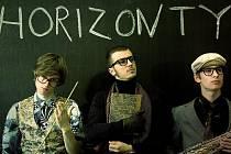 HIP – HOPOVÁ SKUPINA BPM. Básníci před mikrofonem, už dávno není jen libereckou skupinou. Přibližně za tři roky své existence dokázala vydat dvě CD a její úspěšný videoklip Chill z nového alba Horizonty zajistil nominace hudební televize Óčko.