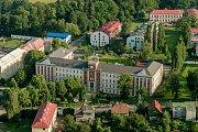 Obchodní akademie, Hotelová škola a Střední odborná škola Turnov na leteckém snímku.