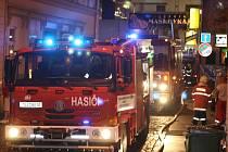 Zasahujícím hasičům se v pátek pozdě večer nakonec podařilo uchránit od ohně jak restauraci Maškovka, tak přilehlé budovy včetně kina Varšava.