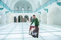 ZHRUBA TŘI TÝDNY potrvá instalace obrazů, která začala v nové budově Oblastní galerie v Liberci