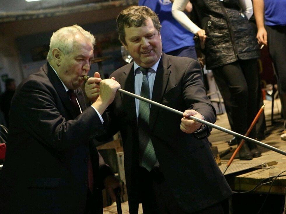 Prezident ve Sklárně a Minipivovaru v Harrachově.