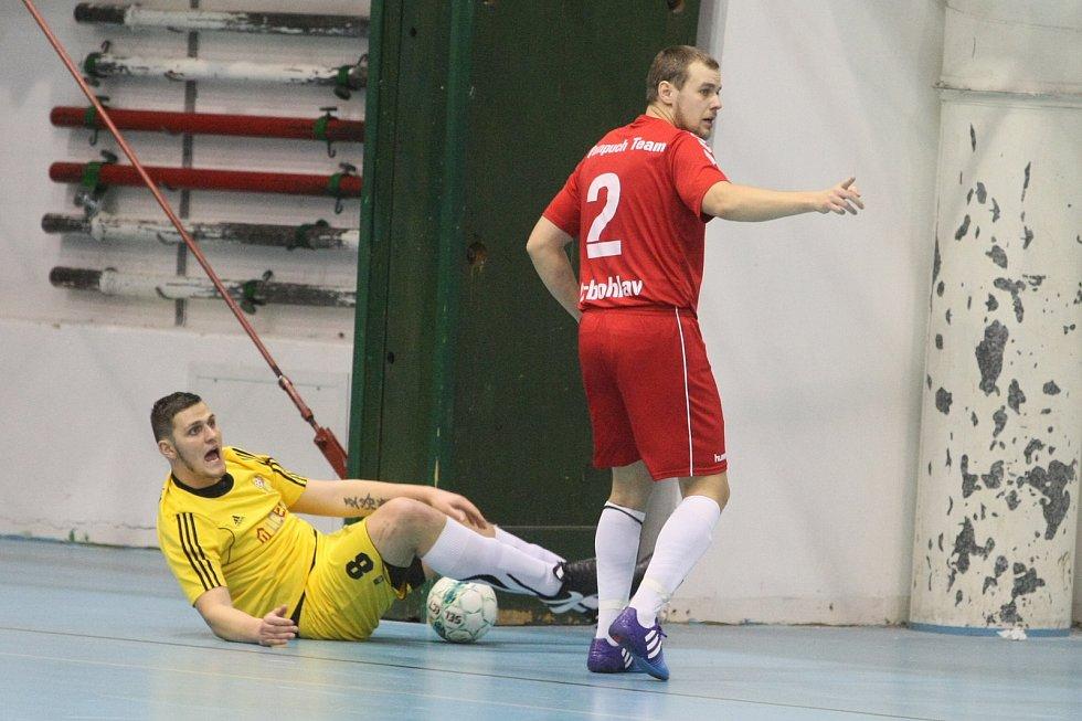 Slovan Liberec je v oranžových dresech.