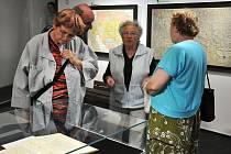 Výstava pojímá 70 věcí, které věnovali či zapůjčili lidé z Hrádku a Chotyně, jež se nějakým způsobem váží k historii města. Tiskoviny, osobní věci nebo kolekce předmětů z dílny kovotepce A. Streita v Chotyni.