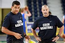 Trenér Pavel Budínský a jeho asistent Mike Tylor na libereckém prvním tréninku v Tipsport areně.