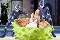 POPELKA NA LEDĚ! Kouzelný muzikál Popelka na ledě dorazil do Liberce. Diváci ho tu viděli celkem třikrát. V hlavních rolích Liberečané slyšeli Lucii Bílou a Ondřeje Rumla, ty však na ledě zastoupili ruští krasobruslaři Konstantin Gavrin a Jelena Jovanovič