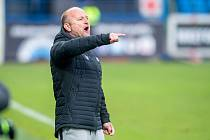 Trenér Slovanu Pavel Hoftych udílí pokyny svým svěřencům během ligového utkání s Baníkem Ostrava.