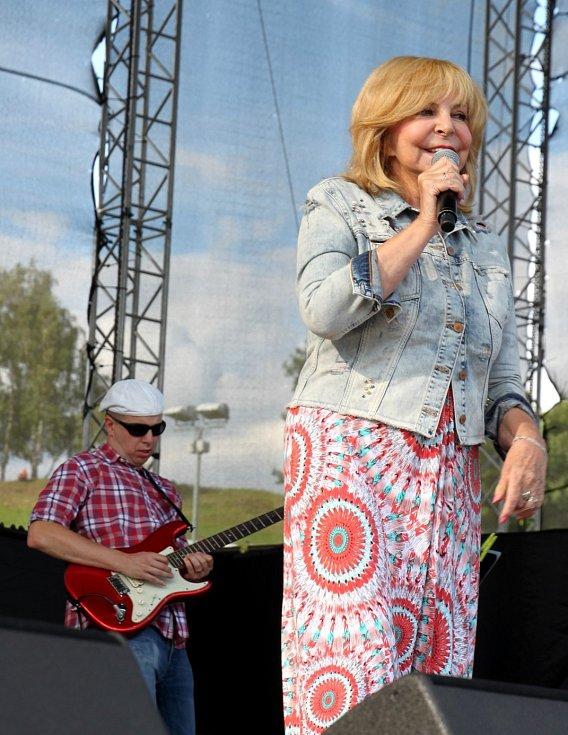 FESTIVAL BENÁTSKÁ 2016 ve Vesci. Hana Zagorová.