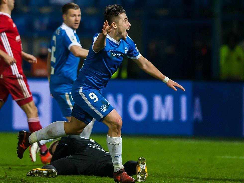 Zápas 14. kola první fotbalové ligy mezi týmy FC Slovan Liberec a FC Baník Ostrava se odehrál 18. listopadu na stadionu U Nisy v Liberci. Na snímku se raduje Radek Voltr po vstřelení vítězné branky.