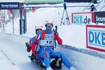 ŠESTÍ V EVROPĚ! Bratři Antonín a Lukáš Brožovi v cíli závodu mistrovství Evropy v Oberhofu.