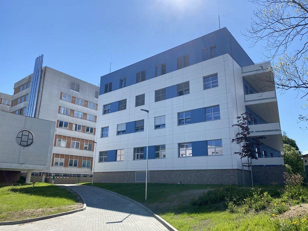Pavilon intenzivní medicíny v areálu nemocnice Jablonec nad Nisou.