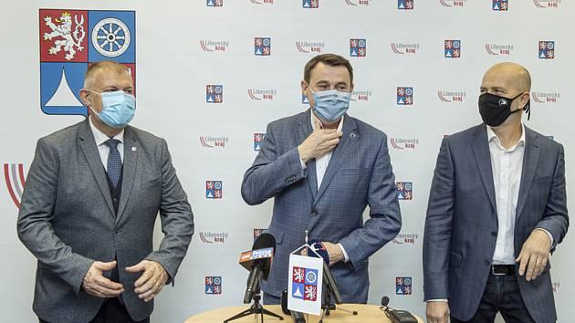 Koalice Libereckého kraje - Zleva Dan Ramzer (ODS), Martin Půta (Starostové pro Liberecký kraj) a Zbyněk Miklík (Piráti).