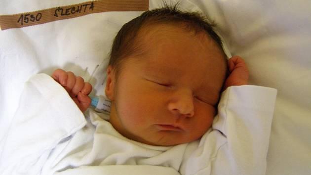 Sebastien Šlechta se narodil 22. prosince v liberecké porodnici mamince Jaroslavě Havrdové z Liberce. Vážil 2,6 kg a měřil 47 cm.