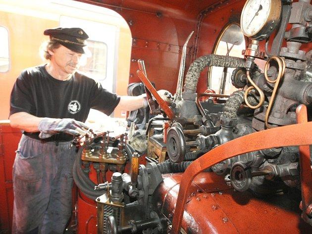 Příjezdem zvláštního výletního vlaku taženého parní lokomotivou řady 475 zvanou Šlechtična na liberecké nádraží vyvrcholily 1. května oslavy 150. výročí zprovoznění úseku železniční trati z Turnova do Liberce.
