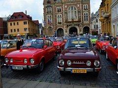 Frýdlantské náměstí zaplnilo v sobotu 150 vozů Škoda 110 R Coupé.