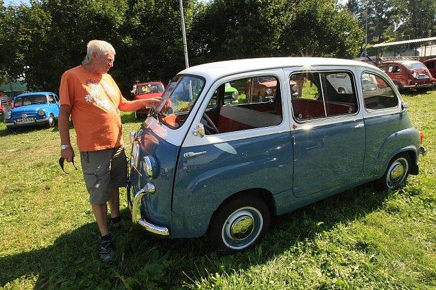 Největší raritou srazu byla podle pořadatele Jana Kozáka účast majitele Fiatu 600 Multipla, malého šestimístného vozidla, které připomíná minibus.
