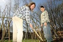 ZBYNĚK VLK přišel do Jindřichovic před 13 lety. Otevřel tu živý skanzen, který rády navštěvují zejména děti.