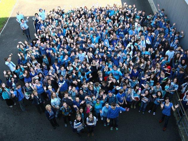 Den v modrém na Gymnáziu F. X. Šaldy Liberec.