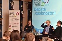 EBATA s osobnostmi, jimiž se stali matematik a podnikatel Karel Janeček a hudebník Michal Dvořák, přilákala do liberecké arény asi stovku lidí.