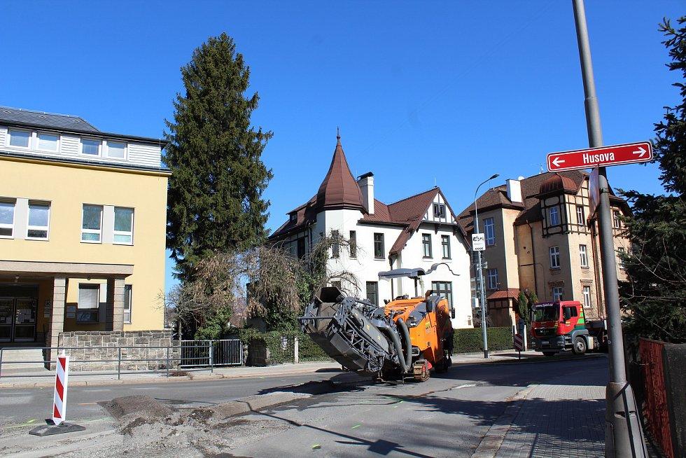 V Liberci od března probíhá uzavírka Klášterní ulice, a také křižovatky s ulicí Husova.