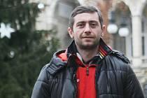 GOGITA ARKANIA. Nejlepší karatista světa tohoto roku zapózoval před libereckou radnicí.