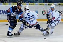 Čtvrtý semifinalový zápas mezi Kometou Brno v bílém a Tygrům z Liberce
