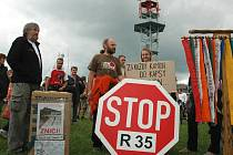 Protesty proti variantě silnice přes Český ráj trvají už několik let.