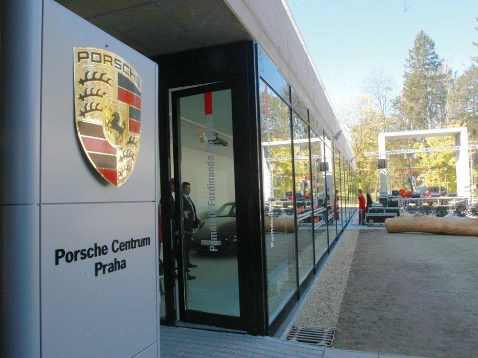 Knihy nahradí výstavu Porsche.