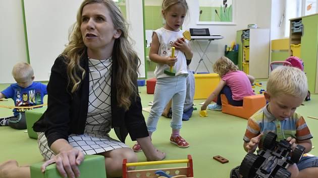 MINISTRYNI KATEŘINU VALACHOVOU se Liberci nepodařilo přesvědčit. Spádové obvody u mateřských školek, proti kterým město spolu s dalšími protestovalo, budou povinně od příštího roku.