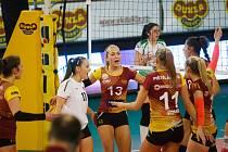 První zápas čtvrtfinálové série extraligy žen mezi VK Dukla Liberec vs VK Královo Pole. Volejbalistky Dukly zvítězily 3:0.