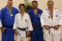 Zleva stojí Brožek, Šindelář, Schüler a Vágner.