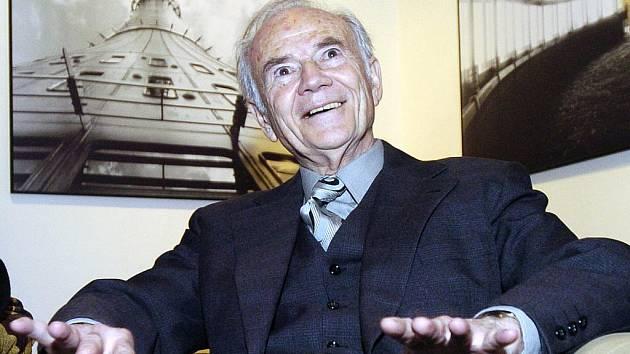 Významný český architekt Karel Hubáček.