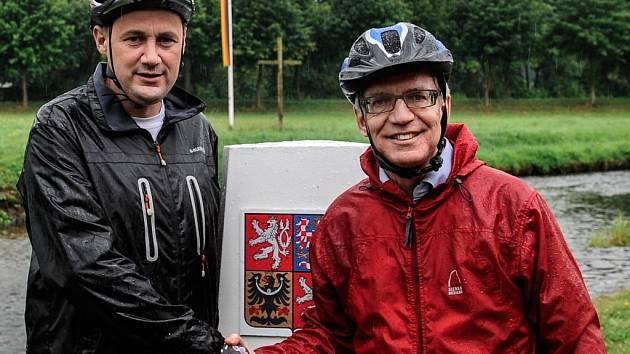 Hejtman Libereckého kraje Martin Půta (vlevo) a německý ministr vnitra Thomas de Maizière se sešli 11. srpna v Hrádku nad Nisou na Liberecku.