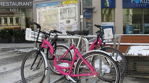 Růžová kola společnosti Rekola.