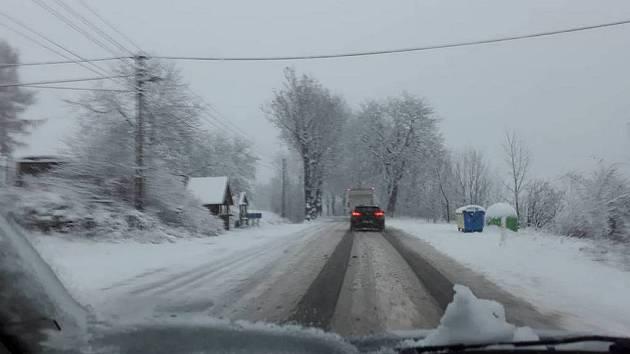 Počasí zkomplikovalo dopravu v kraji.