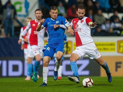 Zápas 12. kola první fotbalové ligy mezi týmy FC Slovan Liberec a SK Slavia Praha se odehrál 21. října na stadionu U Nisy v Liberci. Na snímku zleva Radim Breite a Josef Hušbauer.