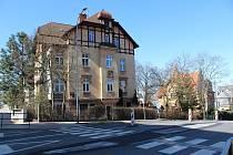 Ostrůvek na přechodu v ulici Vítězná opět zmizel. Na podzim ho opět postaví.