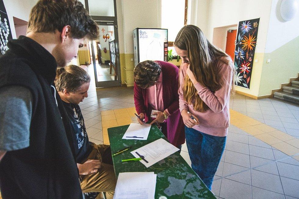 Výstražná stávka studentstva proběhla i na tanvaldském gymnáziu.