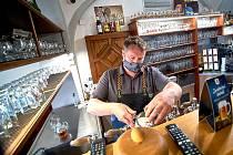 Pivovar Svijany kromě jiného přišel kvůli nouzovému stavu o celou čtvrtletní produkci čepovaného piva. Krize se však nikterak neprojevila na počtu a struktuře zaměstnanců.