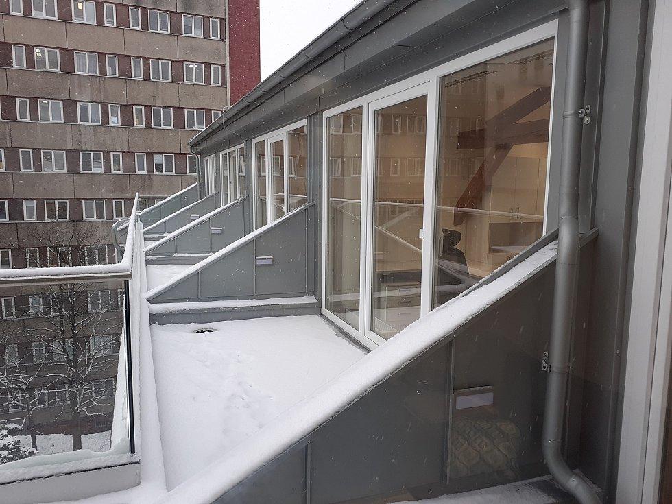 Zrekonstruovaná budova E KNL, kde sídlí Oddělení psychiatrie pro dospělé.