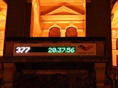 Na liberecké radnici nyní svítí do noci hodiny, které v pravidelných intervalech ukazují, kolik dní, hodin a minut zbývá do zahájení MS Liberec 2009.