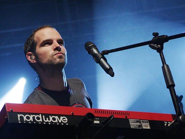 Jan Maxián za klávesami.