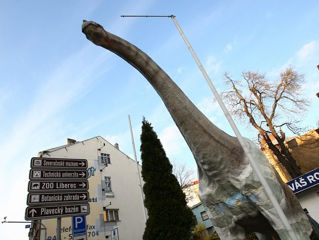 PLAZI V PLAZE. Dino Café, jehož pilířem bude unikátní vyhlídka u brachiosaura, se k otevření připravuje na střeše liberecké Plazy.
